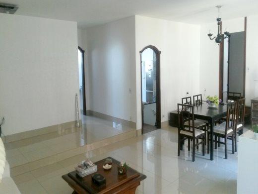 Casa de 5 dormitórios em Belvedere, Belo Horizonte - MG