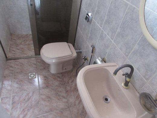 Casa de 2 dormitórios em Fernao Dias, Belo Horizonte - MG