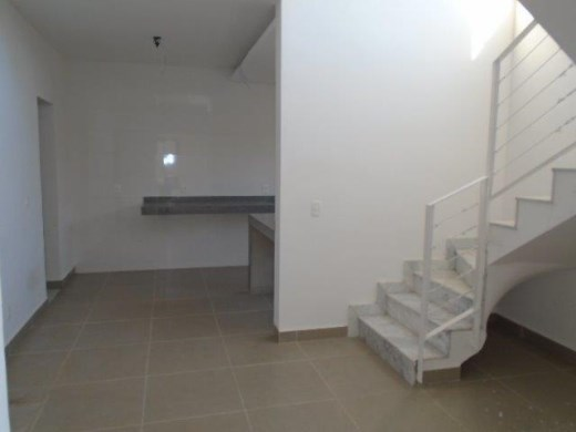 Apto de 2 dormitórios à venda em Floresta, Belo Horizonte - MG