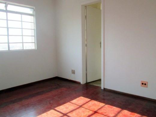 Apto de 2 dormitórios em Sagrada Familia, Belo Horizonte - MG